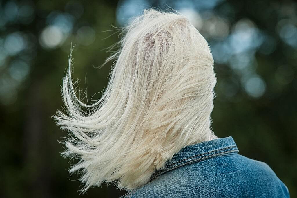 how long to wait between bleaching hair